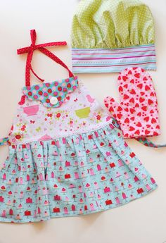 Kids Apron Chef Hat Oven Mitt Cupcake Cakes by TheNaptimeProject Hat Patterns To Sew, Clothing Patterns, Sewing Patterns, Childrens Aprons, Girls Dress Up, Kids Apron, Kitchen Aprons, Tea Party, Doll Clothes