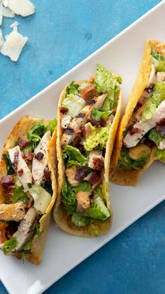 Chicken Caesar Salad Tacos Recipe with video instructions: If you have to eat salad, eat it as a taco. Ingredients: For the cheese tortilla:, 1 cups grated Parmesan cheese, For the chicken Caesar salad, 2 grilled. Chicken Ceasar Salad, Tacos Mexicanos, Caesar Salat, Easy Summer Dinners, Cooking Recipes, Healthy Recipes, Spinach Recipes, Cooking Tips, Recipes