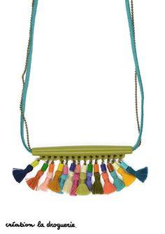 A porter en sautoir, les bijoux à pompons sont à la mode cet été !! #ladroguerie #bijoux #bo
