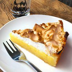 Dit recept voor een luchtige en frisse citroen meringue taart brengt je in zomerse stemming en de sfeer van de Mediterranee. Bak je mee?
