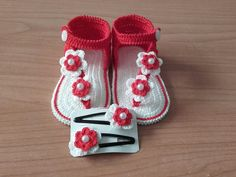 Knit Baby Shoes, Crochet Baby Clothes, Crochet Shoes, Baby Boots, Crochet Quilt, Crochet Bebe, Crochet Mustache, Knit Baby Sweaters, Baby Sandals