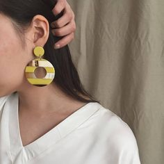 In love with yellow #earrings #newarrivals @jessicazwu @nicoleswuphoto #thefrankieshop (at Frankie shop)