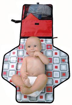 Cambiadores plegables para bebés. Pronto es nuestro kit de pañales y productos esenciales portátil que garantiza que el bebé siempre está limpio, seco y feliz y que mamá y papá siempre están preparados. http://www.mibabyclub.com/tienda/pasear-al-bebe/bolsos-para-sillas-de-paseo-y-cambiadores-plegables.html