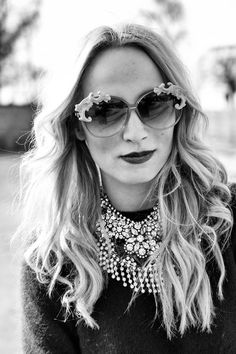 jewelry and shades Classic Style, Style Me, Street Style Blog, Glam Girl, Daily Look, Vintage Looks, Headpiece, Style Icons, Fashion News