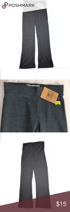 NEW Girls Nike Thermal Boot Cut Pants NEW Girls Nike Thermal Light Weight Pants Charcoal Heather Gray SIZE Small  I try my very best to capture the correct color/shade.  The actual shade may vary in person. New with tags - original price on tag is $34 Size Small (8-10 Years) 55% Cotton, 45% Polyester  Thank you so much! Nike Bottoms Casual