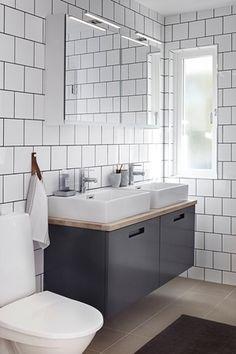 Badrumsmöbler i grått från Ballingslöv, här i tre helt olika utföranden.