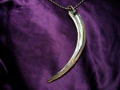 Collier Corne  de Nacre, manille et chaîne boule acier inoxydable. Solveig et ses Folies de Nacre