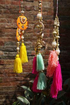 New Clothes Hanger Crafts Creative 33 Ideas Hanger Crafts, Saree Tassels, Diy Tassel, Rakhi, Silk Thread, Indian Designer Wear, Fringes, Blouse Designs, Making Ideas