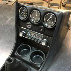 A simple solution to tidy up your center console panel and maximize space while putting the important stuff where you can see it. Vw Classic, Bmw Classic Cars, Custom Car Interior, Truck Interior, Custom Center Console, Jetta A2, Bmw E21, Consoles, Car Console