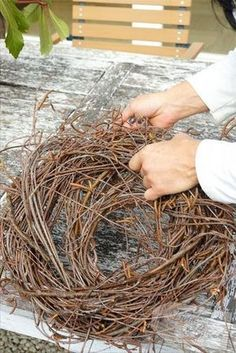 Ein Nest aus Birkenreisig - Nest aus Birkenreisig DIY You are in the right place about spring wreaths diy boxwood Here we offer you the most beautiful pictures about the spring wreaths diy ideas you a Diy Spring Wreath, Spring Door Wreaths, Easter Wreaths, Diy Wreath, Halloween Porch Decorations, Easter Table Decorations, Rama Seca, Diy Ostern, Feather Crafts