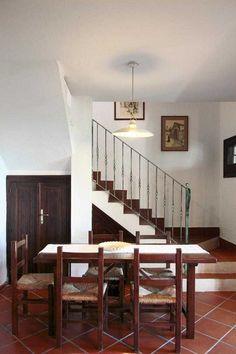 Ferienhaus 114, Villa Aurora, (Wohnzimmer mit Treppe) - Auf 2 Ebenen, wenige Meter von der wunderschönen Geremeas-Bucht entfernt. #Sardinien #Geremea #Sardegna