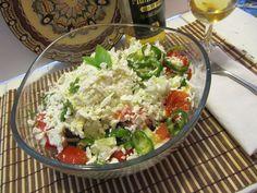 Shopska salad with bulgarian plum rakia - Bulgarian cuisine - Wikipedia Turkey Recipes, Rice Recipes, Lunch Recipes, Dinner Recipes, Healthy Recipes, Turkey Food, Easy Recipes, Healthy Food, Shopska Salad