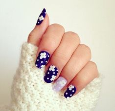 #floral daisy & polkadot #nail_art | white on indigo painted nails, with a pastel lilac accent nail