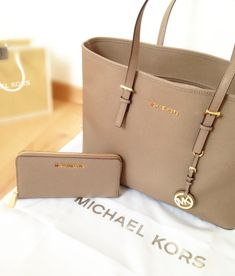 098b46ad941d New Cheap Michael Kors Online UK Pebbled Large Khaki Shoulder Bags Outlet  With Off Discounts Sale.