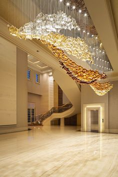 Golden Summer lighting installation gives the impression of late-afternoon rays shining at raised sand grains. House Ceiling Design, Home Ceiling, Home Floor Design, Custom Lighting, Luxury Lighting, Lighting Design, Lamp Design, Luxury Hotel Design, Luxury Interior