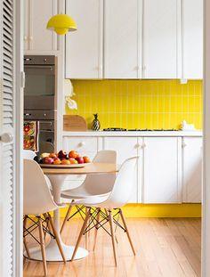 Cocina con zócalo amarillo - Descubre qué pequeños detalles marcan la diferencia en tu cocina