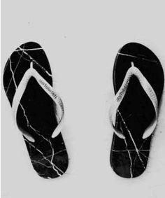 #ClippedOnIssuu from ESTÚDIO 7  Rodrigo Oliveira, 'Uma pedra no sapato', 2012 Mármore, tiras de sandálias em borracha, 30x8x5 cada par.