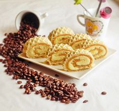Rulada de biscuiti Food Cakes, Waffles, Cake Recipes, Biscuits, Caramel, Cereal, Rolls, Cooking Recipes, Sweets