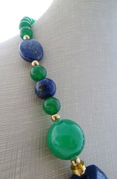 Lapis lazuli necklace, green jade necklace, chunky stone necklace, blue necklace, multi gemstone necklace, beaded necklace, gemstone jewelry      Chunky stone necklace with natural blue lapis and green emerald jade.  Glamour, chic, feminine !     Italian handmade jewellery  Gold tone  Length: 17.7 inches - 45 cm  All jewelry come with a beautiful gift box      Sofias Bijoux jewelry:  http://www.etsy.com/it/shop/Sofiasbijoux     *****************************    These jewels are handmade with…