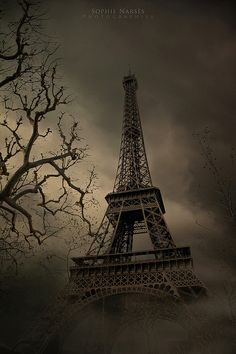 Spooky Paris ('I Hear Voices' by Sophie Narses via flickr)