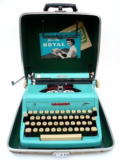 PROFESSIONALLY SERVICED 1950s Blue Royal Typewriter w/ Case with NEW platen