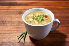 Microwave Mug Recipes, Baked Potato Microwave, Microwave Meals, Cheesy Potato Soup, Cheesy Potatoes, Chili Recipes, Soup Recipes, Cheddar, Paper Plates