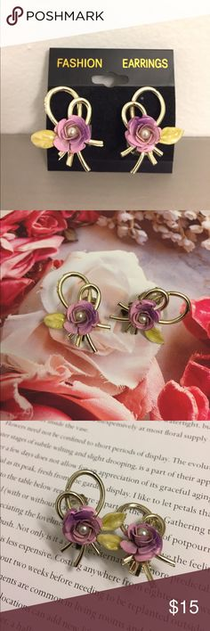 Lovely 60's Floral Flower Earrings Vintage 60's Large Painted Metal Flower, Enamel Leaf & Plastic Bow Earrings. There Is Some Wear To Them Due To The Age Such As Some Light Chipping. Lots Of Wear Left In Them. Thank You & Please Feel To Ask Questions. Have A Blessed Day! Vintage Jewelry Earrings