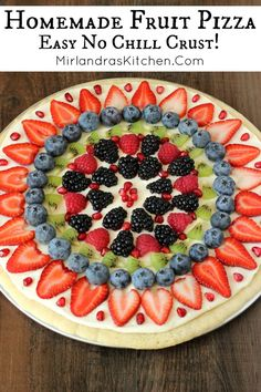 Homemade Fruit Pizza Easy no chill sugar cookie dough, fluffy cream cheese sauce, and piles of fresh fruit toppings make this Fruit Pizza a smash hit for any occasion. Related posts: Bananas drawing in color pencils Birthday Desserts, Köstliche Desserts, Delicious Desserts, Yummy Food, Summer Desserts, Holiday Desserts, Yummy Yummy, Fruit Recipes, Dessert Recipes