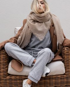 Yves Saint Laurent, Casual Outfits, Cute Outfits, Go To New York, Cashmere Scarf, Feminine Style, Lounge Wear, Style Me, Women Wear