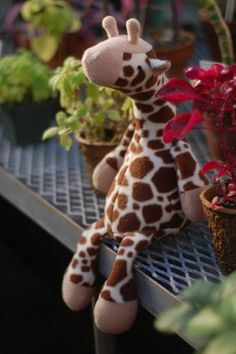 Jeremy Giraffe – PDF Sewing Pattern with Easy Instructions and Step-by-Step Photos Jeremy Giraffe Schnittmuster Sewing Toys, Baby Sewing, Sewing Crafts, Sewing Stuffed Animals, Stuffed Animal Patterns, Sewing Projects For Kids, Sewing For Kids, Fleece Projects, Pdf Sewing Patterns