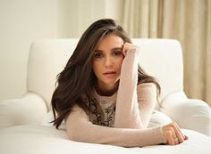 Gaze at gorgeous actresses, goddesses, sports stars and many other popular women from around the world! Nina Dobrev, Nikolina Konstantinova Dobreva, Canadian Actresses, Long Layered Hair, Celebrity Beauty, Best Actress, Best Funny Pictures, American Actress, Look