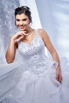 Kati Szalon - fodros menyasszonyi ruha, pántos esküvői ruha Swarovski kristályokkal Wedding Dresses, Fashion, Bride Dresses, Moda, Bridal Gowns, Fashion Styles, Weeding Dresses, Wedding Dressses, Bridal Dresses