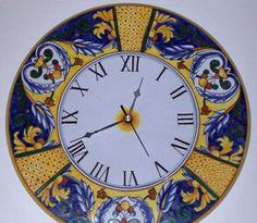 Orologio di ceramica dip.a mano, Ricco Deruta  #Italy http://ceramicamia.blogspot.it/2010/02/larte-per-segnalare-il-tempo.html