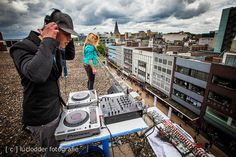 Trusic, een van de DJs van het laatste #CLUBIEMES feest. Zorgt voor eigen naamsbekendheid door goed om te gaan met connecties.
