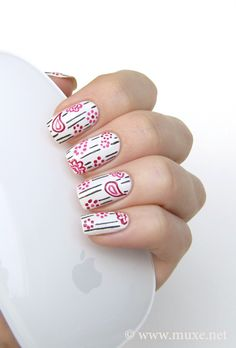 Sometimes I forget that you can just free-hand nail polish designs. It's been so long since I last did! Great Nails, Cool Nail Art, Cute Nails, Beautiful Nail Designs, Cool Nail Designs, Fancy Nails, Pink Nails, Hair And Nails, My Nails