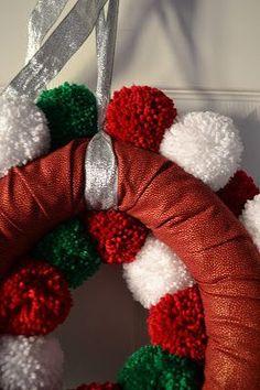 Princess Crafts: Christmas Make: Pom Pom Wreath - Tutorial Easy Ornaments, Diy Christmas Ornaments, Christmas Wreaths, Christmas Decorations, Wreath Crafts, Diy Wreath, Christmas Crafts, Diy Crafts, Christmas Pom Pom