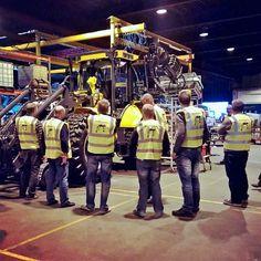 Maintenance training at Lännen Tractors. #Lännen #8000serie #maintenancetraining #LännenTractors #factory
