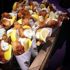 Fridays are all about mini fish and chips with a big squeeze of lemon! Fish And Chips Menu, Chicken And Chips, Chips Restaurant, Seafood Restaurant, Foodtrucks Ideas, Fish And Chip Shop, Tapas, Party Finger Foods, Gourmet Recipes