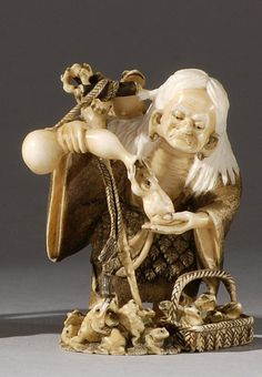 Japanese netsuke Japanese / Japan Antiques : More At FOSTERGINGER @ Pinterest
