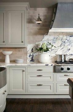 repeindre une cuisine en bois, repeindre meuble de cuisine en gris clair