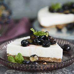 Itsenäisyyspäivän jälkiruoka kruunaa juhlan   Yhteishyvä Cheesecake, Desserts, Recipes, Food, Tailgate Desserts, Deserts, Cheese Cakes, Eten, Postres