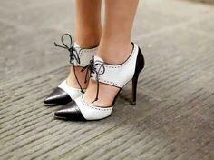 Best office shoes for women: women's guide for buying business shoes Womens Fashion Casual Summer, Office Fashion Women, Office Shoes For Women, Black And White Heels, Business Shoes, Skinny, Fashion Shoes, Women's Fashion, Michael Khors