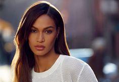 プエルトリコのモデルは、ハイファッションで彼女のキャリアを開始するためのジバンシーのリカルド·ティッシクレジット