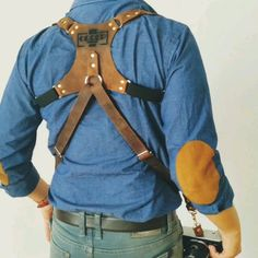 Sturdy and comfortable, provides full freedom of movement, adjustability for every height, complexion and preferences, and don't forget. Leather Camera Strap, Camera Straps, Leather Holster, Leather Harness, Leather Fashion, Leather Men, Butch Fashion, Leather Suspenders, Diy For Men