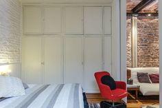 Un PH reciclado con ingenio - LA NACION Outdoor Decor, Tall Cabinet Storage, Room Divider, Furniture, Interior Architecture Design, Architectural Elements, Interior Design, Home Decor, Industrial Chic