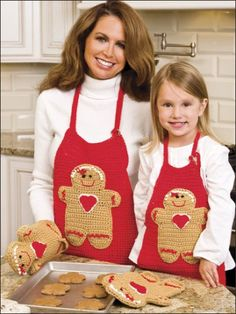 Gingerbread Man Apron and Oven Mitts free crochet pattern -Free Gingerbread man Crochet Patterns - The Lavender Chair