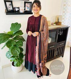 Dress Indian Style, Indian Dresses, Indian Outfits, Churidar Designs, Kurta Designs Women, Anarkali Dress, Black Anarkali, Cotton Anarkali, Salwar Pattern