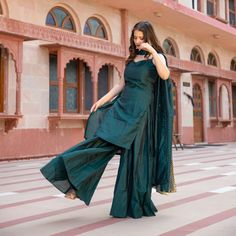 Hijab Style Tutorial, Trendy Suits, Ethnic Suit, Royal Green, Palazzo Suit, Fashion Vocabulary, Expensive Clothes, Indian Gowns Dresses, Silk Suit