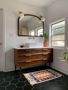 Dresser Vanity Bathroom, Vanity Sink, Modern Sink Vanity, Vintage Bathroom Vanities, Dresser Mirror, Mirror Bathroom, Bathroom Fixtures, Mid Century Modern Bathroom, Mid Century Bathroom Vanity