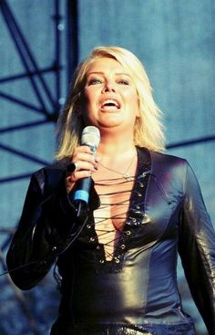 Kim Wilde Kim Wilde, Kim Novak, Women Of Rock, 90s Girl, Rock N Roll Music, Sexy Older Women, Got The Look, Female Singers, Celebs